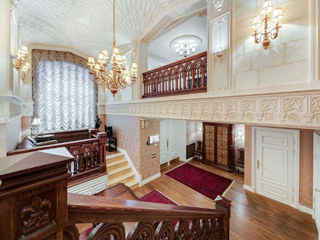 Classic interior of the mansion in Barykovsky Lane,7