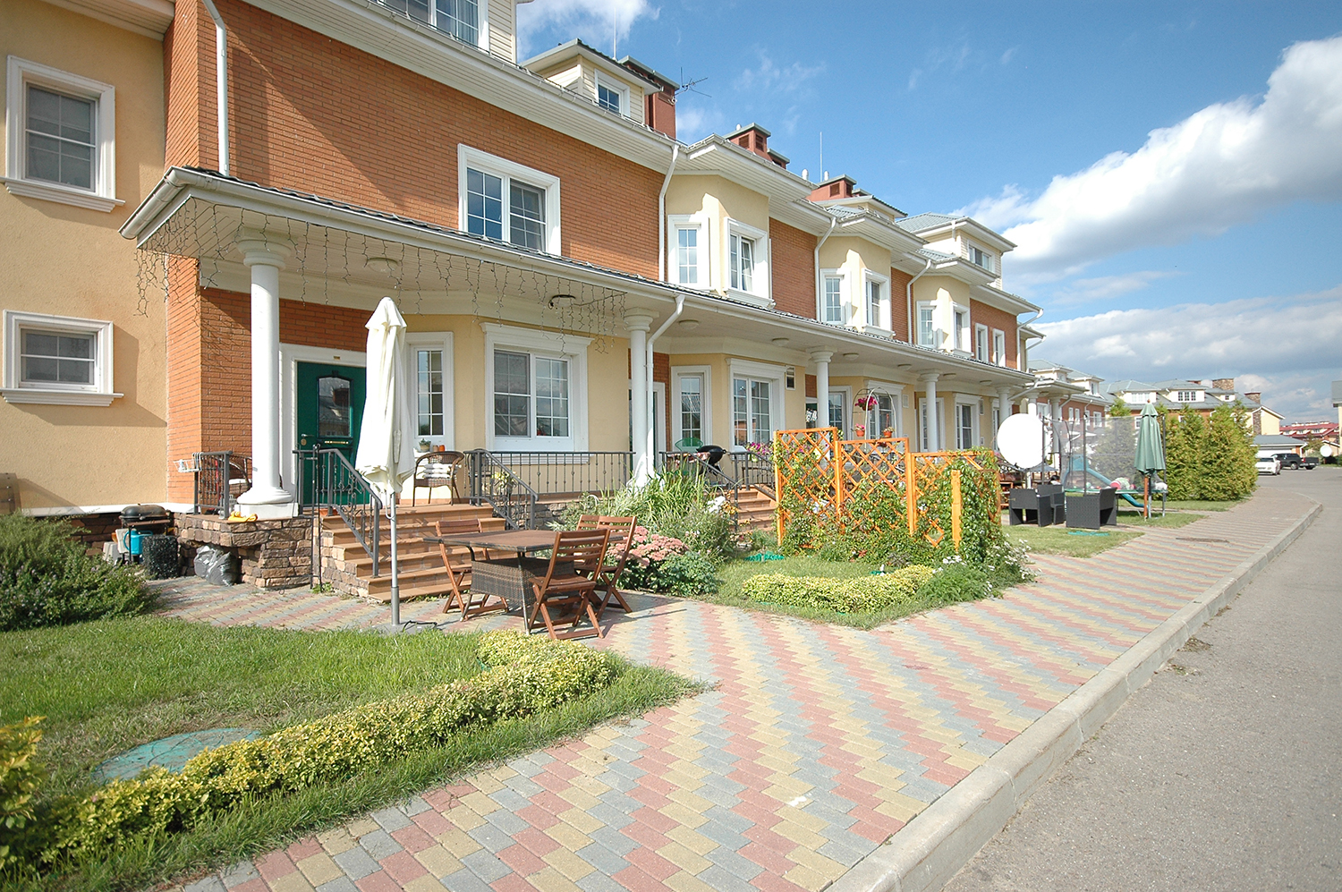 Buy and rent a townhouse in european compound angelovo for European townhouse