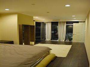 Стильная современна меблировка спальни